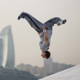 Ryan Doyle: Freerunning in Baku.  Foto: Samo Vidic/Red Bull Content Pool