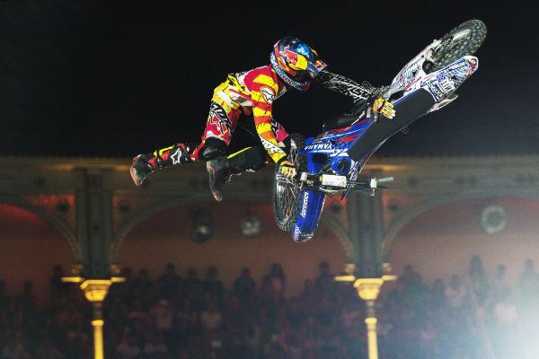 Bikeflip!!!! von Tom Pagès. Foto: Joerg Mitter/Red Bull Content Pool